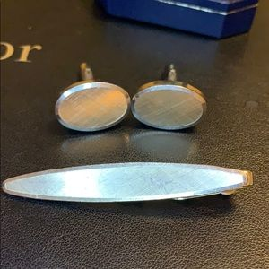 Accessories - Gold cuff links and tie clip matching set